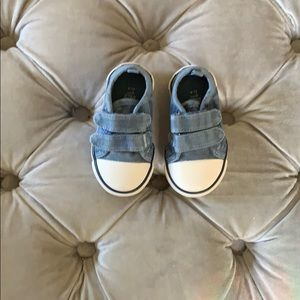 "Adorable Velcro baby ""Chuck"" shoes (6-9 months)"